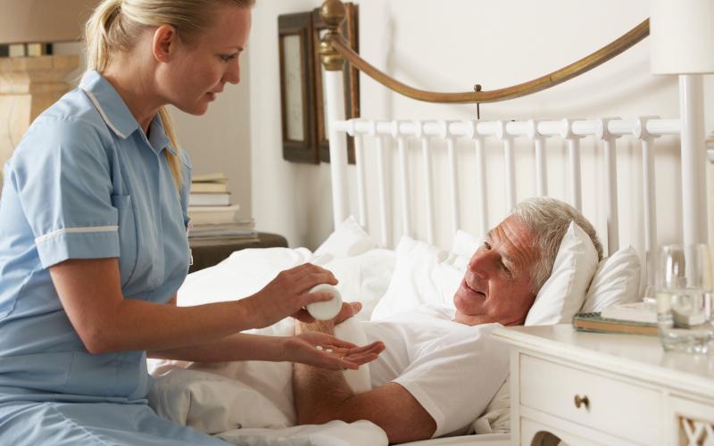 Pielęgniarka – odpowiednia opieka dla osoby starszej