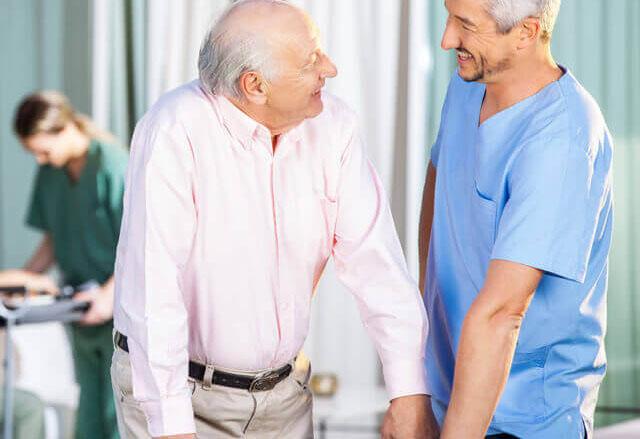 Mężczyzna, jako opiekun osoby starszej
